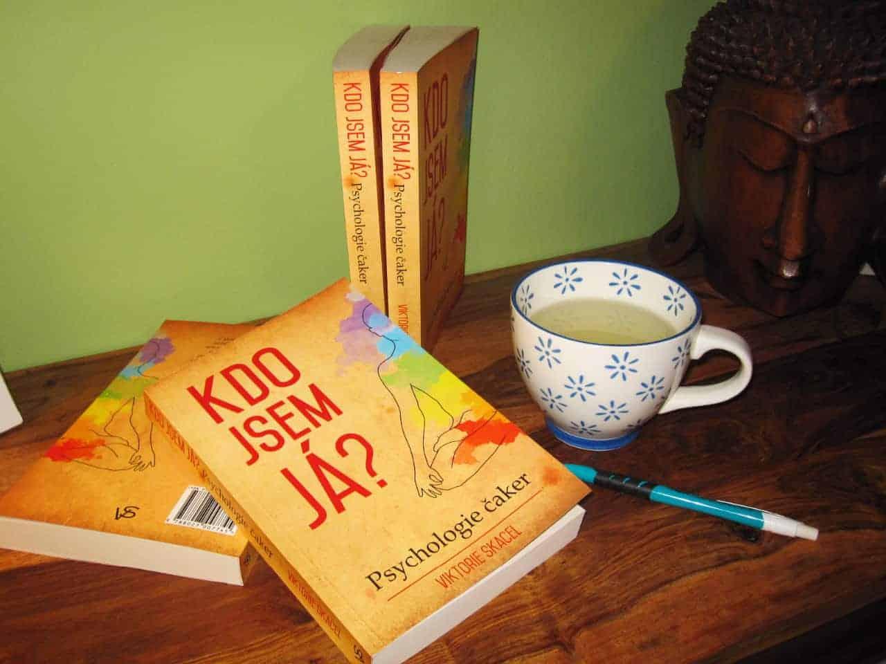 """Kniha """"Kdo jsem já"""" - Psychologie čaker - Viktorie Skácel // v-laska.com"""